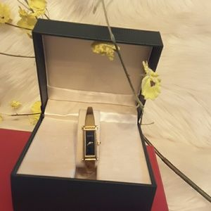 Authentic ladies gucci watch gold hardware